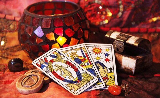 Karty tarota – jak wróżyć? Porady dla początkujących